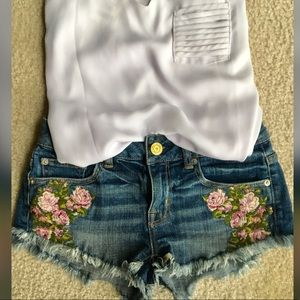 American Eagle jean shorts/ flowers